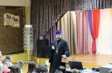 Священник провел беседу со школьниками о духовных и нравственных ценностях