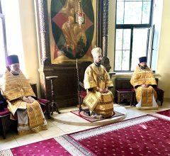 В неделю 12-ю по Пятидесятнице епископ Серафим совершил Божественную литургию в Никольском кафедральном соборе