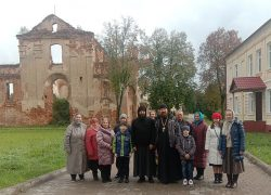 Прихожане Никольского храма а.г. Свислочь посетили святые места Могилевской области