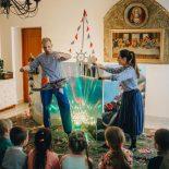 В школе Николо-Софийского храма состоялся показ детского спектакля «Улитка и Кит»