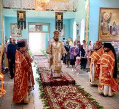В Введенском храме г. Осиповичи епископ Серафим совершил Божественную литургию