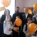 Священник принял участие в торжественной линейке в Каменской школе-интернате