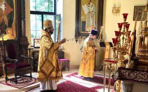 В неделю 5-ю по Пятидесятнице епископ Серафим совершил Божественную литургию в Никольском кафедральном соборе